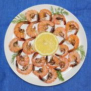 Shrimp garnish with lemon Photo