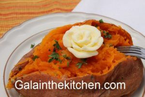 Photo Sweet Potato Garnish with Flower from Butter Photo