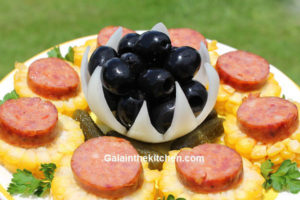 Photo Flower from onion with olives