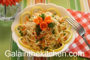 Photo Russian Cabbage Salad Garnished with Carrot Flower