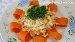 Photo Russian Cabbage Salad Garnish with Carrot