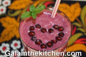 Photo How to make pomegranate smoothie