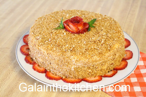 Photo Strawberry Flower Garnish Cake Photo