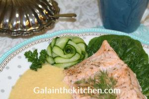 Photo Cucumber flower salmon dish decoration