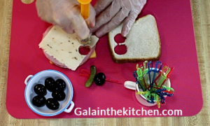 Photo How to Make Mini Canape with Turkey Injector