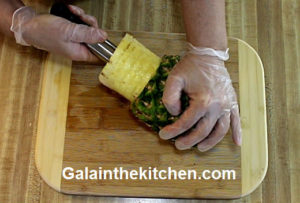 Photo How to slice pineapple with Norpro slicer step 3
