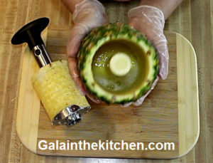 Photo How to slice pineapple with Norpro slicer step 4