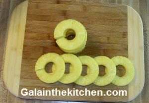 Photo How to slice pineapple with Norpro slicer step 7