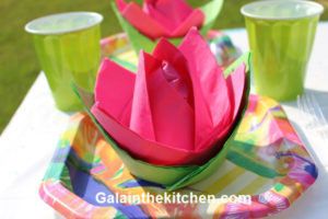How to fold paper napkin fancy way photo how to decorate paper plates with napkins flower mightylinksfo