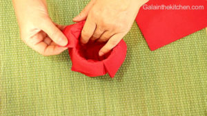 Photo How to make flower from paper napkins step 2