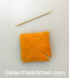 Photo How to make pinwheel garnish from orange