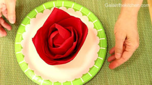 Photo How to make red flower from napkins