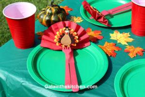 Photo Thanksgiving napkin folding