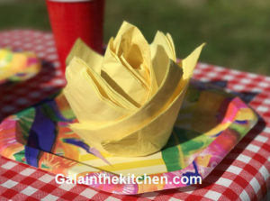 Photo Yellow flower from paper napkins