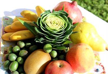Photo Pineapple Flower on Fruit Platter