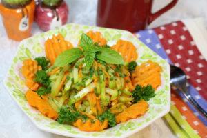 Photo Chayote Squash salad recipe garnish with carrot