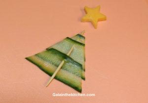 Photo Christmas tree garnish from cucumber step 2