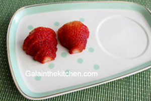Photo Heart strawberry garnish ideas step 1